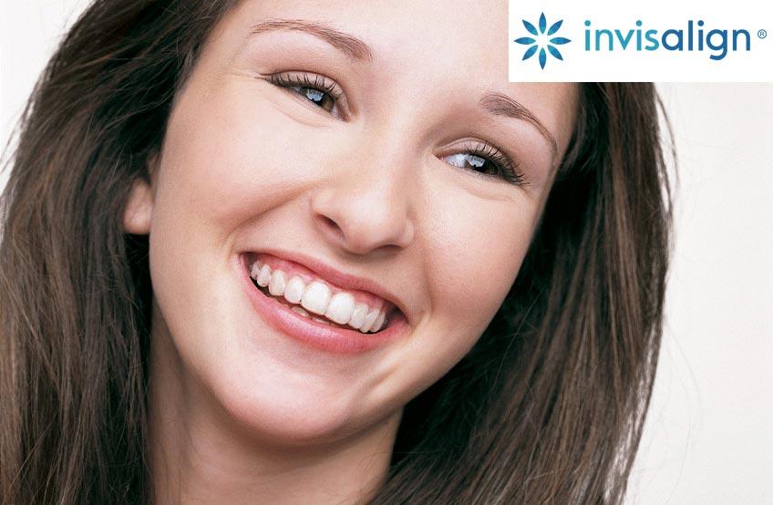 Adulto con Ortodoncia Inivisble Invisalign